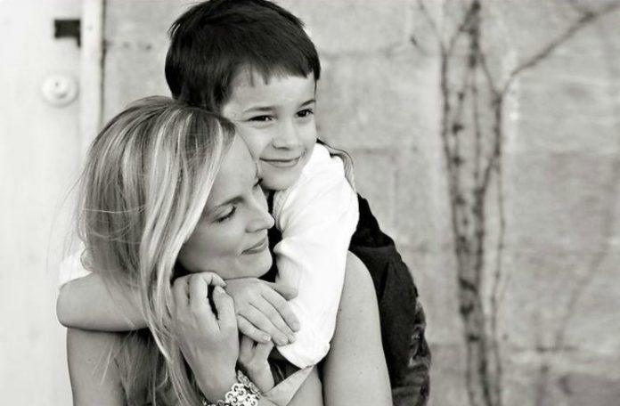 Τι ΔΕΝ πρέπει να πείτε σε μια γυναίκα που μεγαλώνει μόνη της το παιδί της μετά από χωρισμό