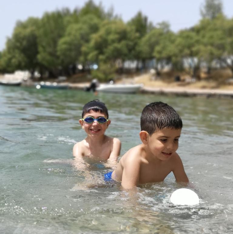 Χρήσιμα tips επιβίωσης στην παραλία με παιδιά