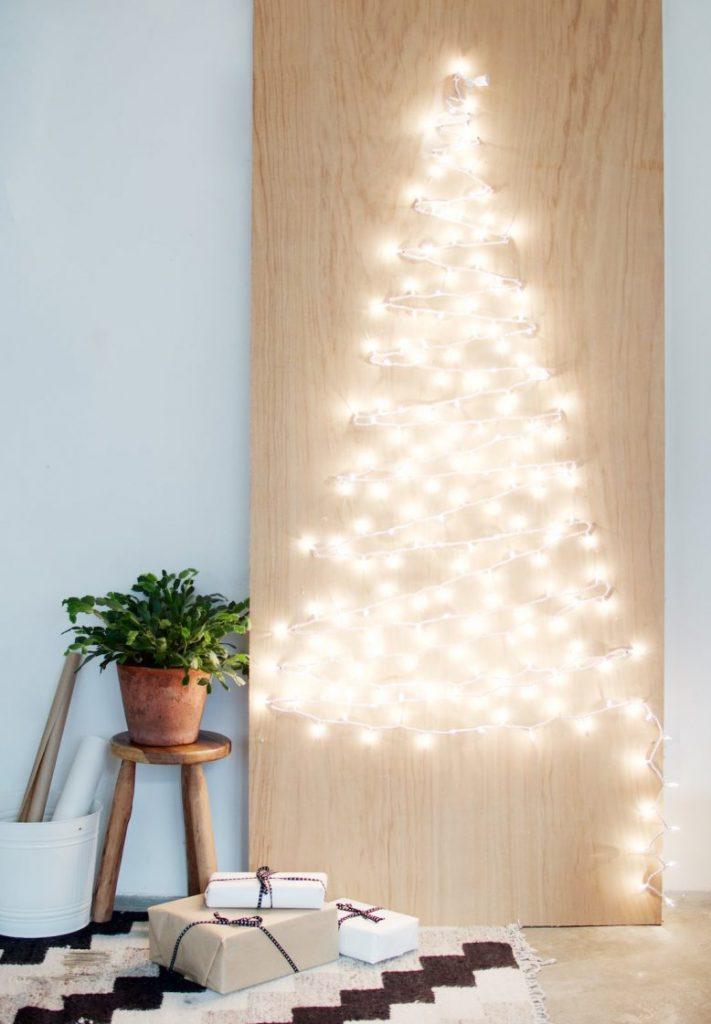Diy Χριστουγεννιάτικο δέντρο με λαμπάκια