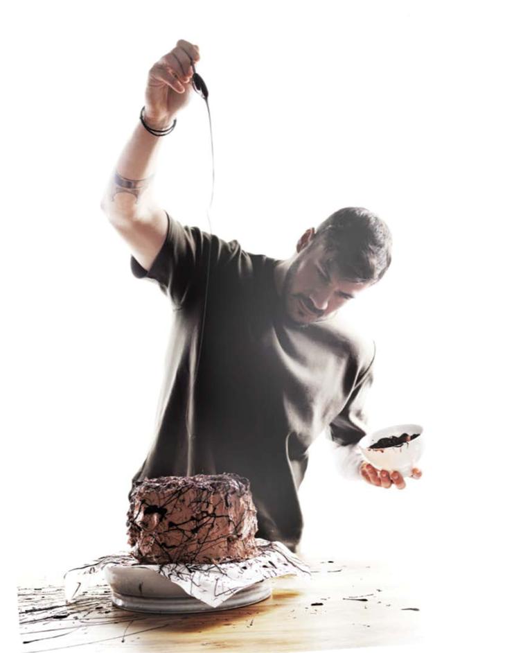 """Κερδίστε το νέο βιβλίο του Άκη Πετρετζίκη """"Piece of cake"""""""