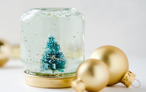 Φτιάξτε μόνοι σας Χριστουγεννιάτικες Χιονόμπαλες