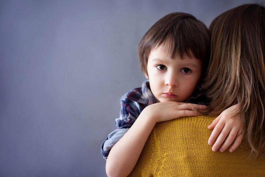 Μειώνουν τα επιδόματα για παιδιά με αυτισμό