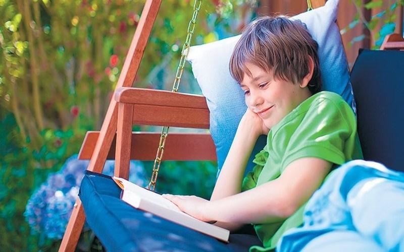Είναι σωστό ένα παιδί να κάνει επανάληψη τα μαθήματα το καλοκαίρι;