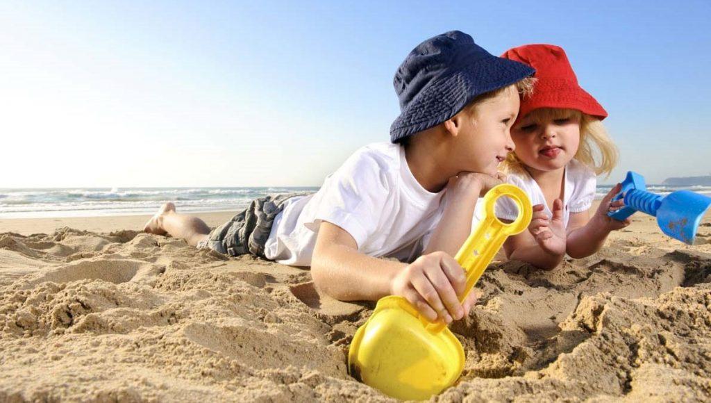 10+1 συμβουλές προστασίας από τον ήλιο για βρέφη, παιδιά και ενήλικες