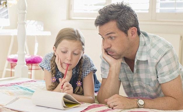 Πως θα βοηθήσει ο γονιός το παιδί του στην Α' και Β' δημοτικού αν δεν έχει τις απαιτούμενες γνώσεις;