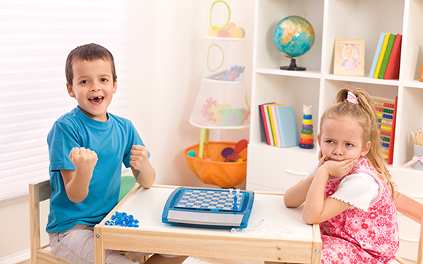 Πώς θα βοηθήσουμε το παιδί μας να μάθει να διαχειρίζεται την ήττα του σ' ένα παιχνίδι;