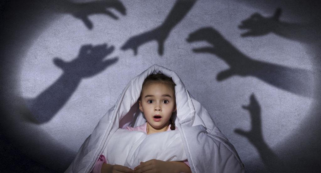 Πώς θα βοηθήσουμε το παιδί να νικήσει το φόβο για το σκοτάδι;