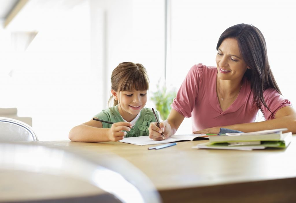 Όταν διαβάζεις το παιδί σου… κλείσε τηλεόραση και κινητά για να δει πόσο σημαντικό είναι για' σένα να του μάθεις κάτι