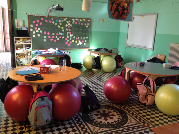 Το πρώτο ελληνικό δημόσιο σχολείο που πέταξε τις καρέκλες των μαθητών!