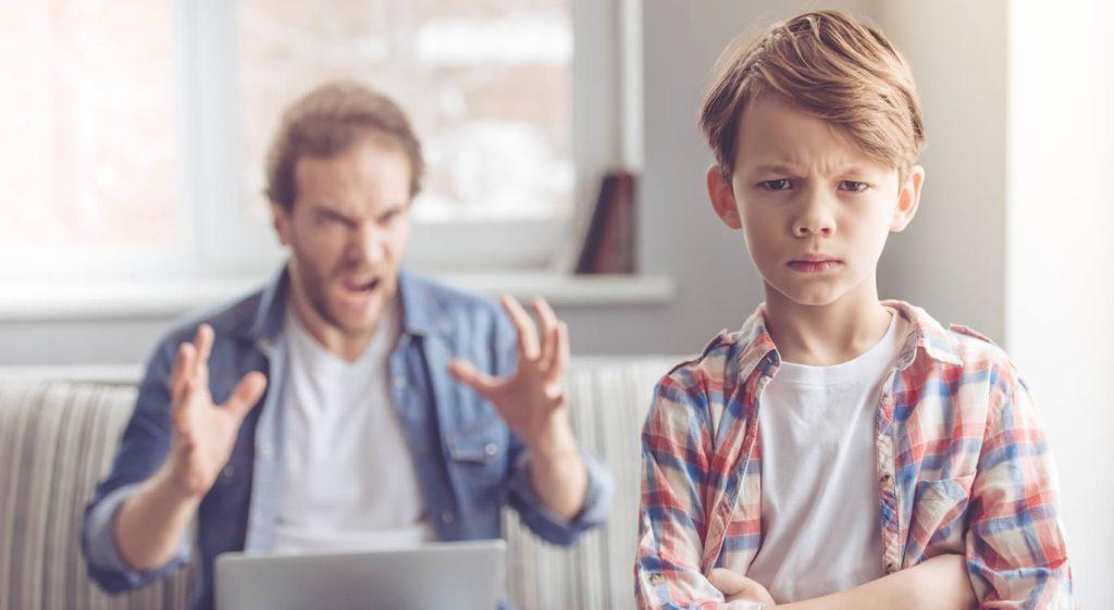 Δεν είναι δυνατόν να θέλεις το παιδί να συμπεριφερθεί καλύτερα, με το να το κάνεις να αισθάνεται άσχημα και θυμωμένα