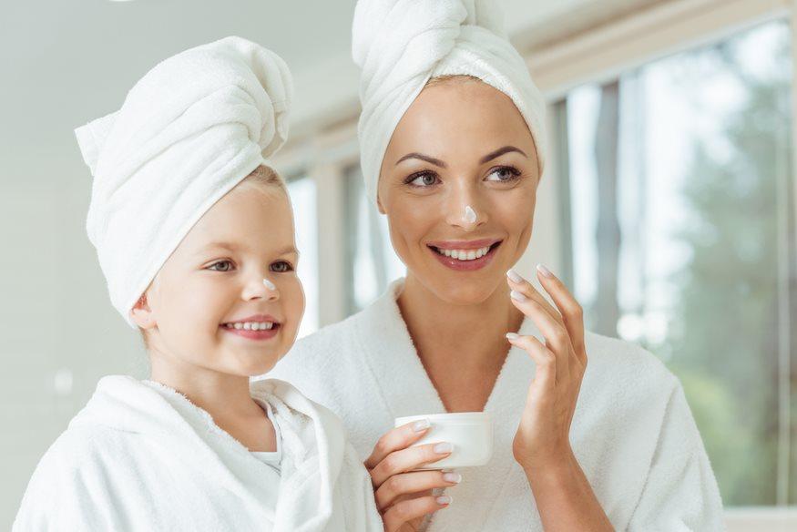 Η βασική ρουτίνα περιποίησης για κάθε μαμά μόνο με 2 λεπτά την ημέρα