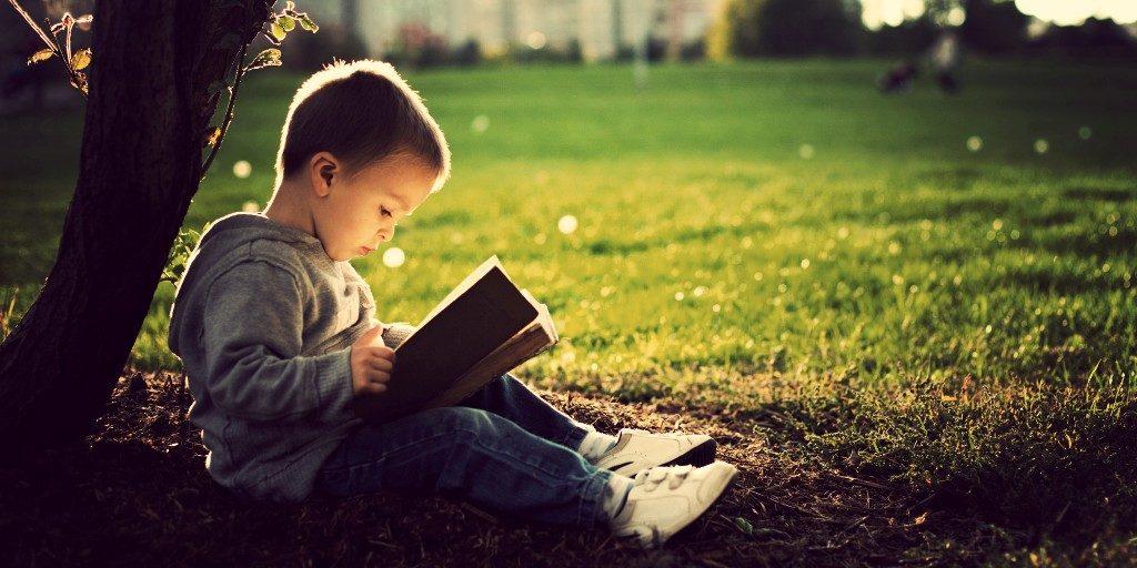 Δεν διαβάζουν τα παιδιά βιβλία; Θα τους μάθουμε εμείς να διαβάζουν…
