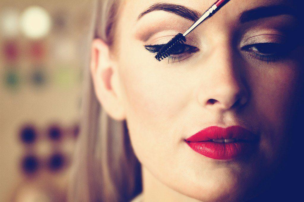 """8 λόγοι για τους οποίους η μάσκαρα δεν σας """"στρώνει"""" καλά"""