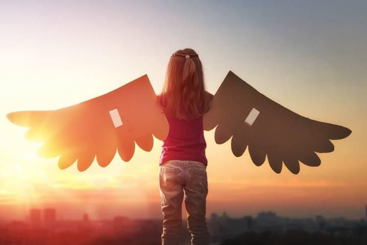 Δώσε στο παιδί σου φτερά να πετάξει, για να ξέρεις πως θα μείνεις για πάντα μέσα του