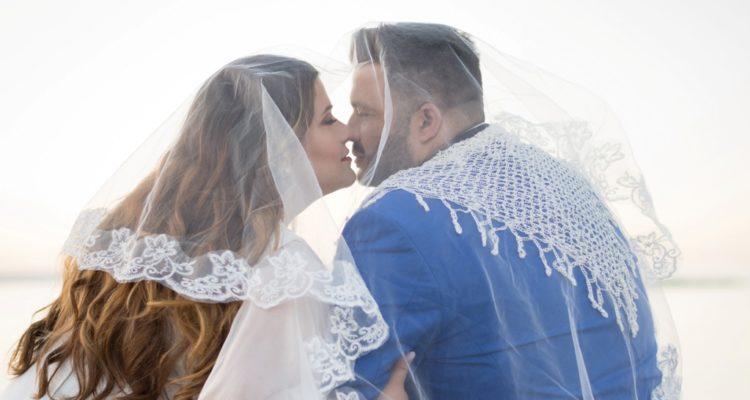 Παντρεμένους μετά από δύο μήνες γνωριμιών