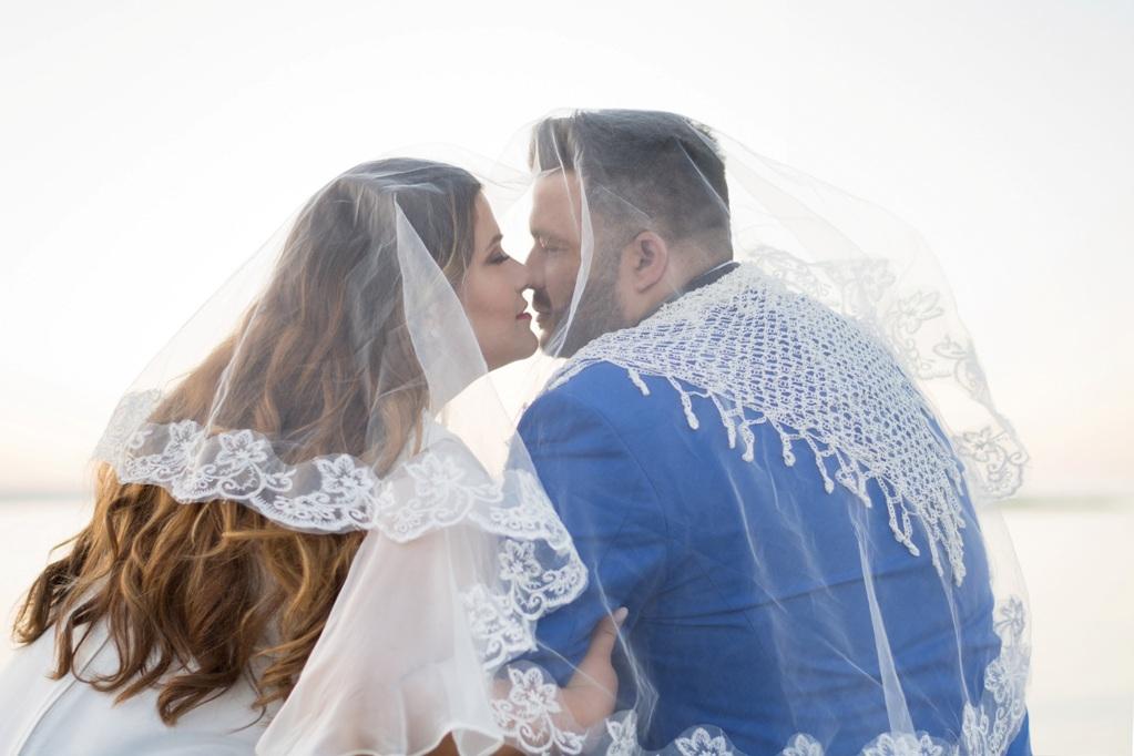 Γνωριστήκαμε μέσω social media και μετράμε ήδη 9 χρόνια μαζί, εκ των οποίων 2 παντρεμένοι