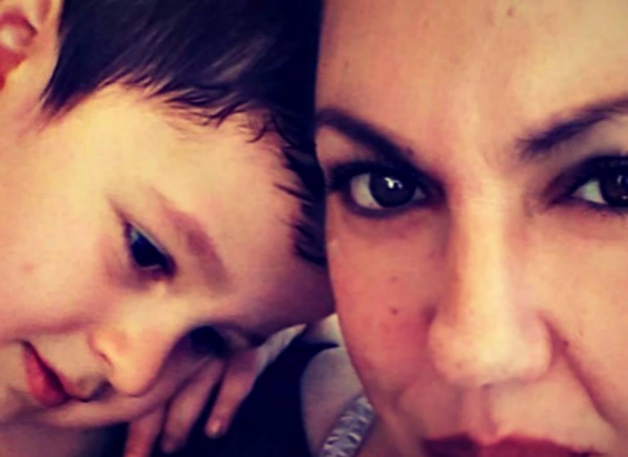 Η Ελένη μαμά του Κωστή που βρίσκεται στο φάσμα του αυτισμού, μας περιγράφει τη ζωή τους