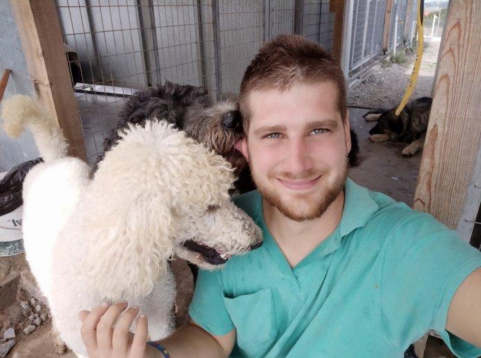 Ο σκύλος βοηθός μπορεί να αλλάξει ριζικά τη ζωή ενός παιδιού στο φάσμα του αυτισμού