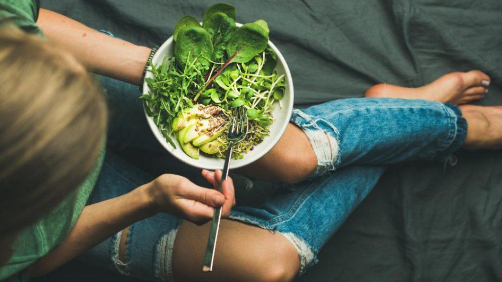 Σούπερ τροφές του καλοκαιριού που θα απογειώσουν την ευεξία σας