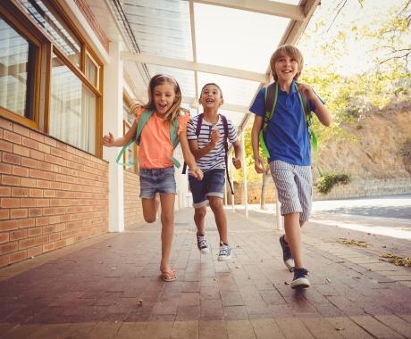 """Πώς θα επαναφέρετε τα παιδιά σας σε """"σχολικούς"""" ρυθμούς"""