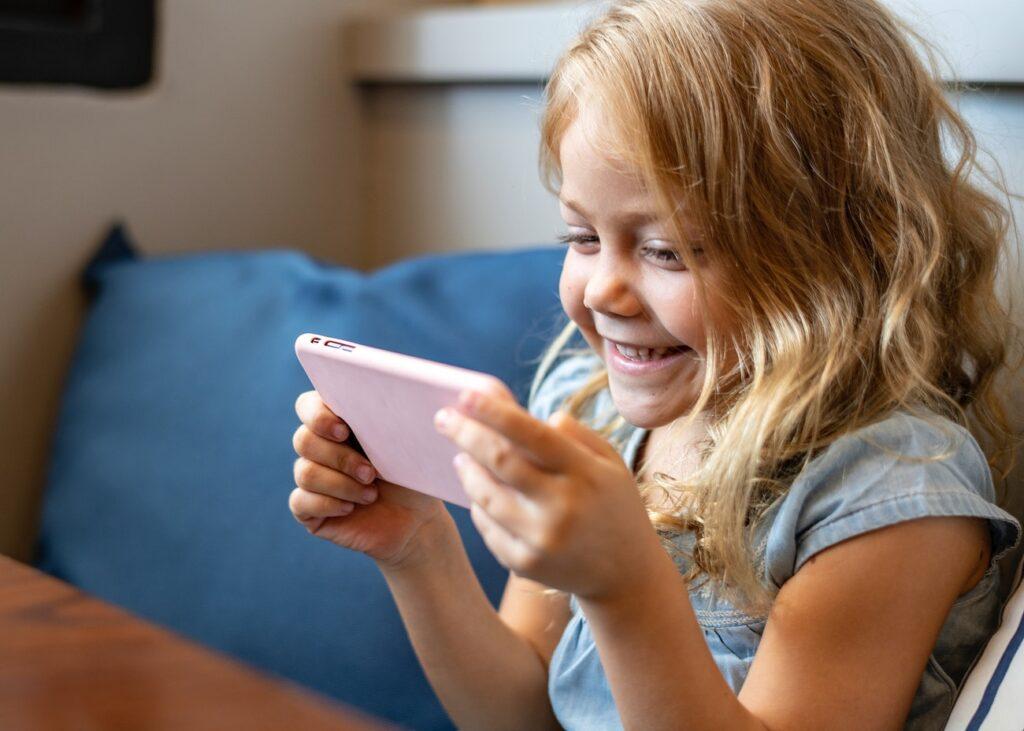«Μαμά, θέλω κι εγώ κινητό». Πώς πρέπει να το αντιμετωπίσει ο γονιός;