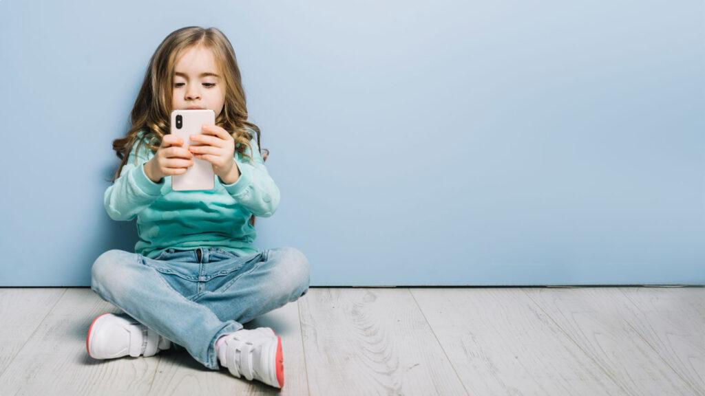 Ποια είναι η κατάλληλη ηλικία για το πρώτο κινητό του παιδιού μου;
