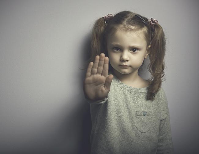 Πώς μαθαίνω στο παιδί μου να λέει ΟΧΙ σε οποιαδήποτε μορφή κακοποίησης