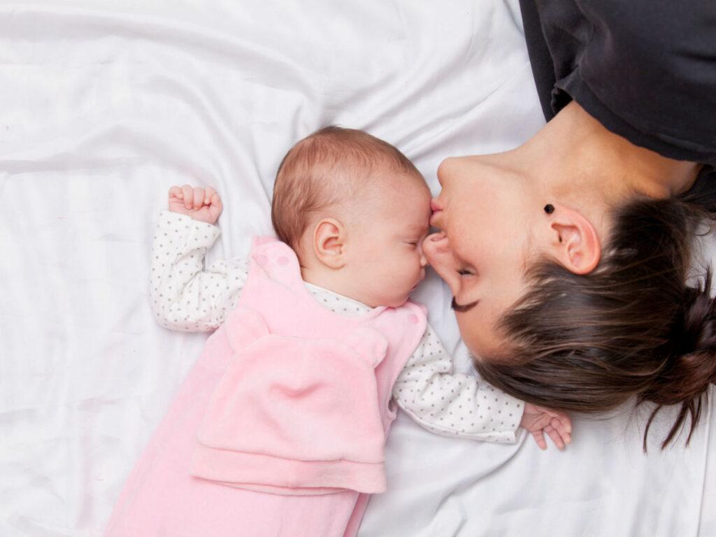 Το πρώτο πρόσωπο που αντικρίζει το μωράκι σας είναι το δικό σας