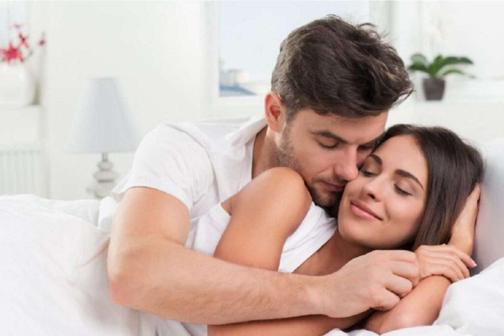 Οι ευεργετικές ιδιότητες της αγκαλιάς και του φιλιού